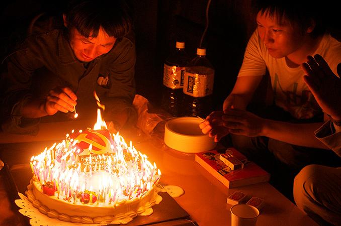 丹羽良徳『日本共産党でカール・マルクスの誕生日会をする』2013年 ©Yoshinori Niwa