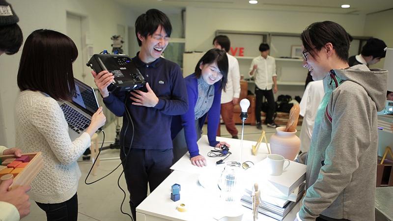 『テクネ 映像の教室』「だまし絵」映像プロジェクターによる制作風景