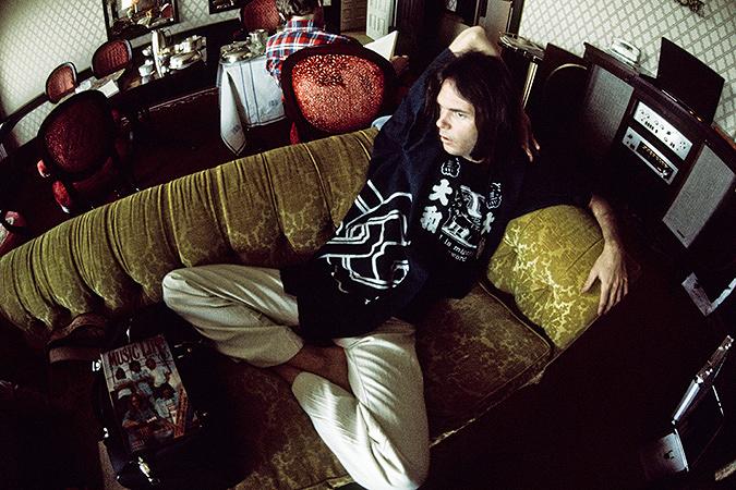 ニール・ヤング 1976 ©Koh Hasebe / Shinko Music Archives