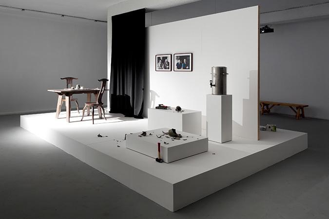 サイモン・フジワラ『再会のための予行演習(陶芸の父)』2011/2013  Ishikawa Collection, Okayama courtesy of Dvir Gallery courtesy of the artist and TARO NASU