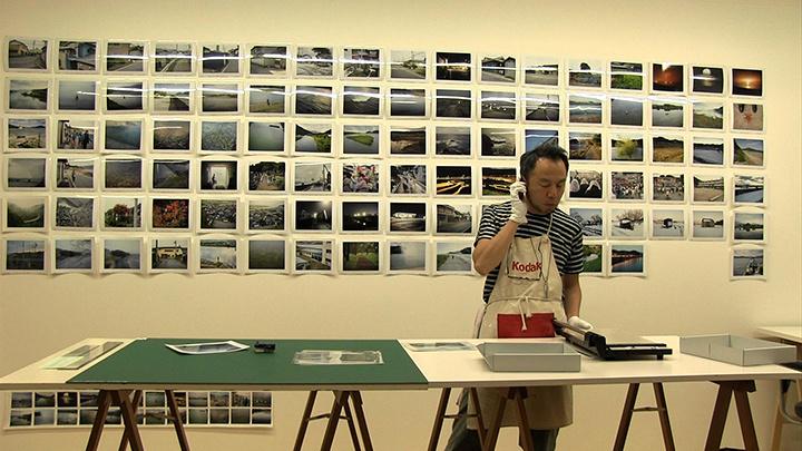 『未来をなぞる 写真家・畠山直哉』(監督:畠山容平) ©CINEMACTION豊劇 -豊岡劇場-