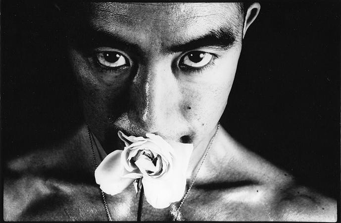 細江英公『薔薇刑# 32』 ゼラチンシルバープリント 1961 Courtesy of YOD Gallery