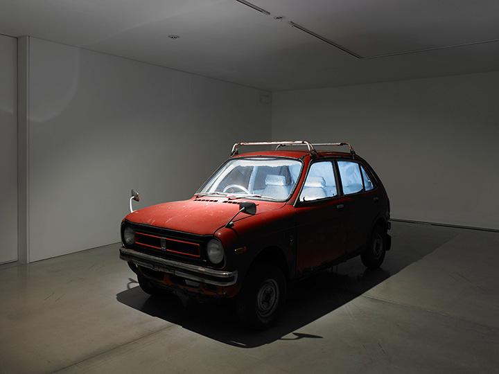 『自動車冷蔵庫』1998年 写真:山本糾 写真提供:国際芸術センター青森