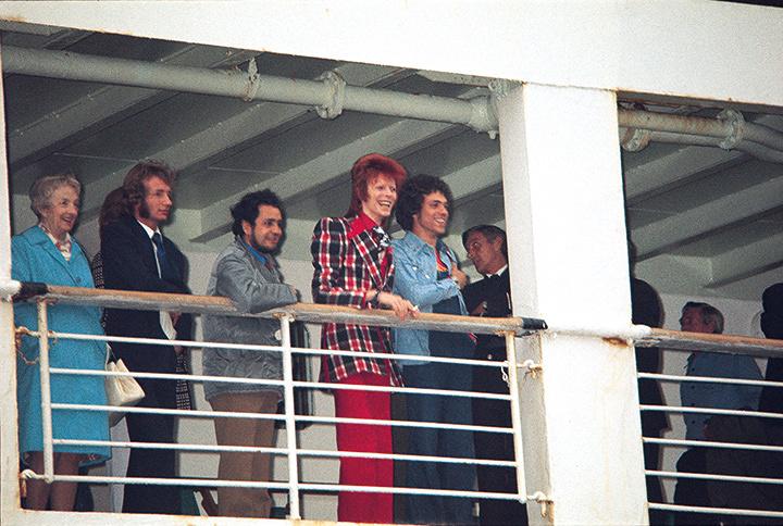 デヴィッド・ボウイ1973年初来日時の船上写真(横浜港) Koh Hasebe/Shinko Music