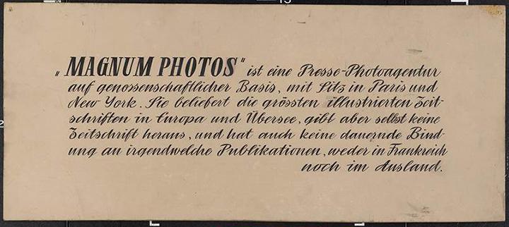 1955年当時の展示に使用されたマグナム・フォトの説明文 ©Magnum Photos