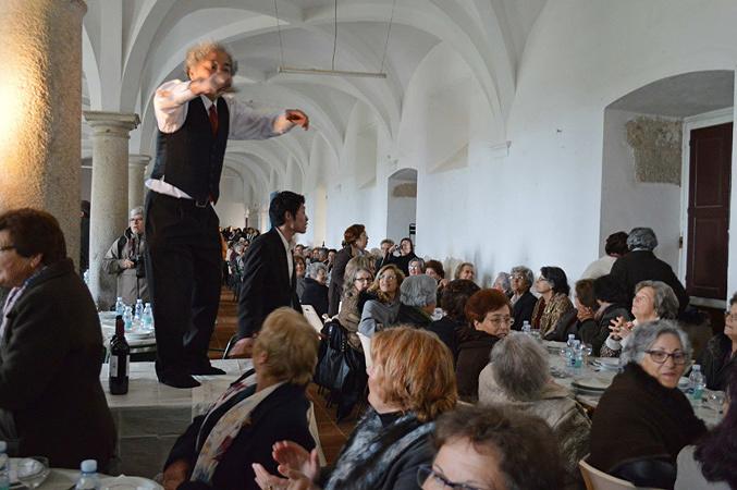 『500人のおばあさんの昼食』エヴォラ ポルトガル(アレンテージョ・トリエンナーレ)2014年