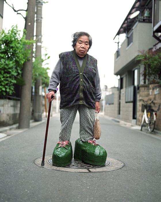 アート・ママ『スモール・ママ+ビッグシューズ』川崎 1997年