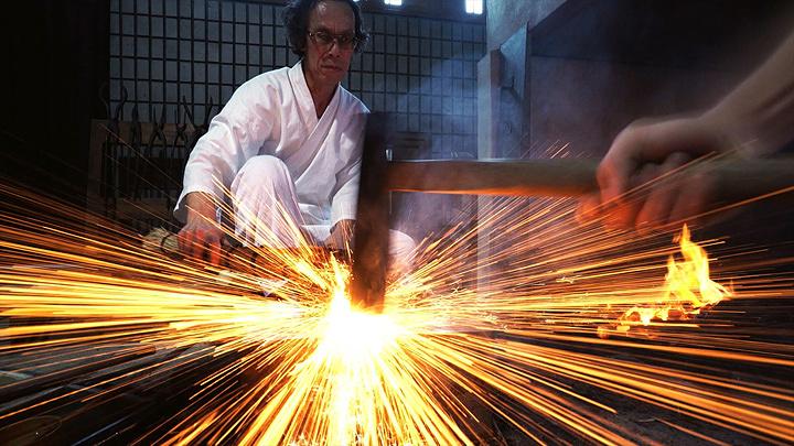 刀鍛冶・月山貞利(奈良県無形文化財) ©2016「映画 日本刀 ~刀剣の世界~」製作委員会