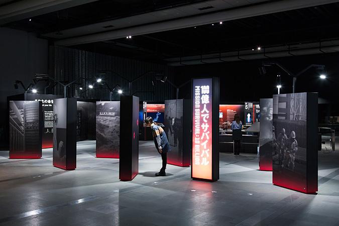 「100億人でサバイバル」展示風景