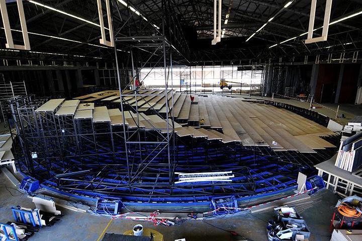 劇場中央に設置される円形客席