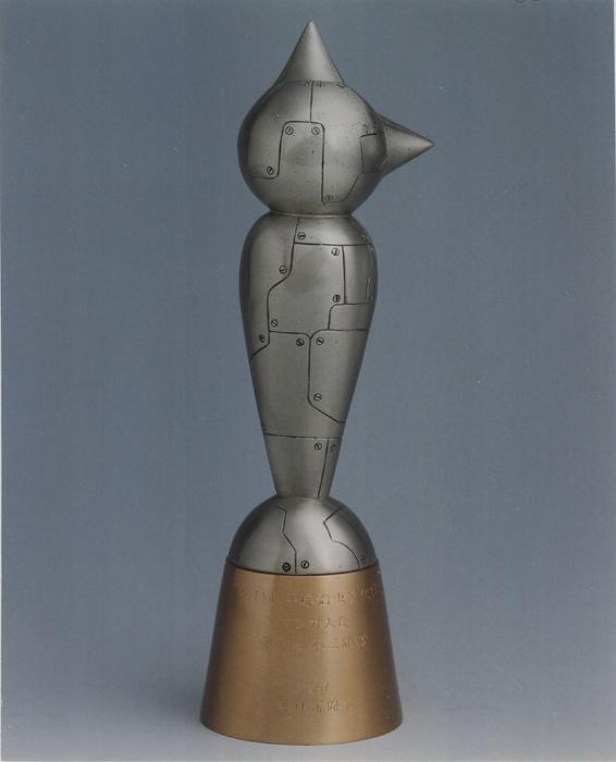 『第20回手塚治虫文化賞』受賞者に贈られるアトム像