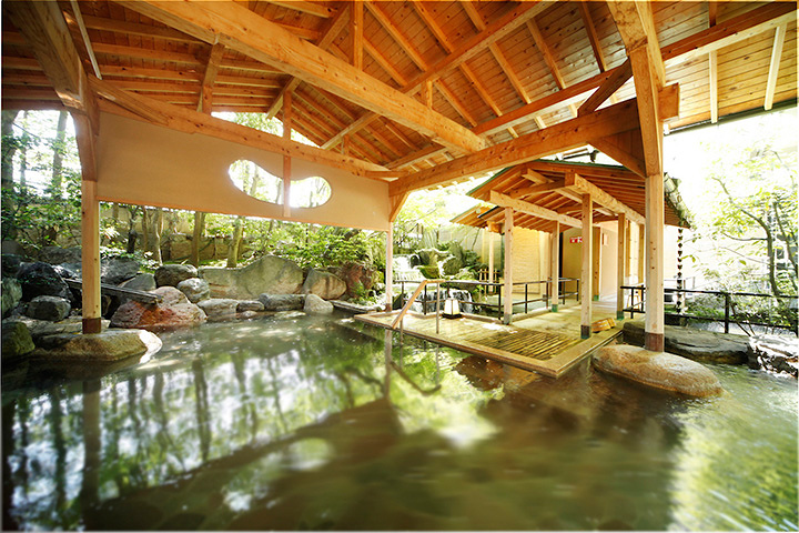 瑠璃光の大露天岩風呂