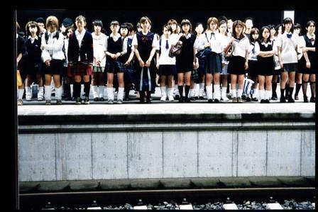 『自殺サークル』 ©2002 自殺サークル製作委員会