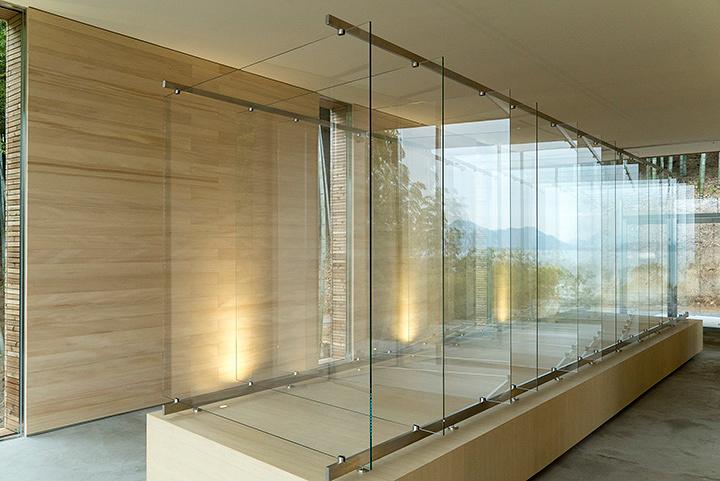 『ゲルハルト・リヒター 14枚のガラス/豊島』 提供:ピースウィンズ・ジャパン