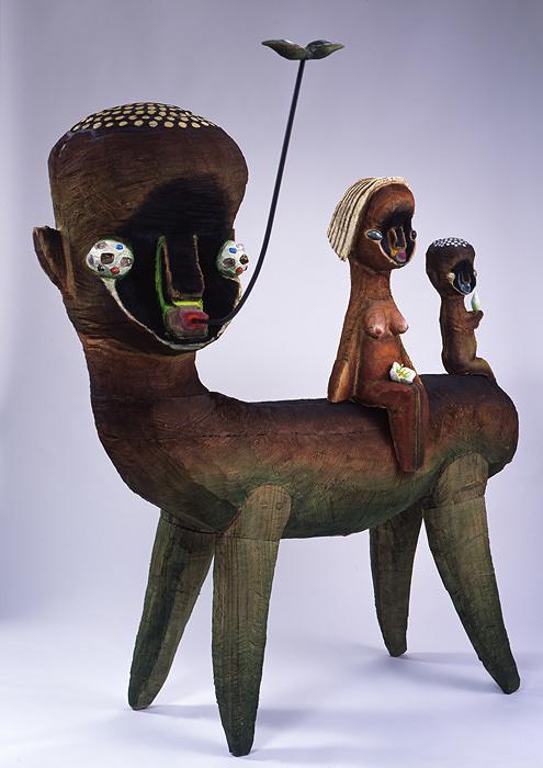 加藤泉『無題』 2008年/木、アクリル、オイル、石/185×167×110cm/撮影 渡辺郁弘
