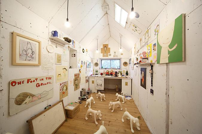 奈良美智『My Drawing Room』 2004年/ミクストメディア/撮影 木奥惠三