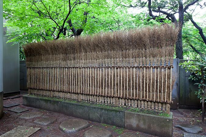 杉本博司『アートのほうき かえりな垣』 2012年/竹、その他/撮影および © Hiroshi Sugimoto Studio