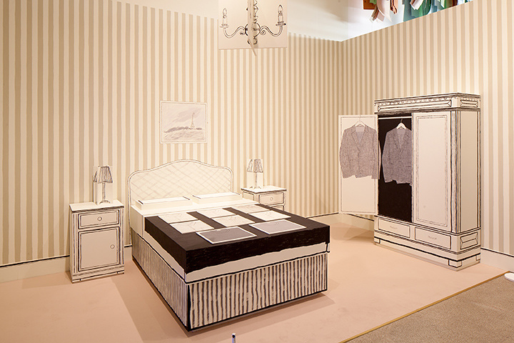 ポール・スミスが初めてコレクションを発表した当時のホテルの部屋の再現 ©Luke Hayes