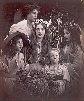 ジュリア・マーガレット・キャメロン『五月祭』1866年頃 ヴィクトリア・アンド・アルバート博物館蔵 ©Victoria and Albert Museum, London