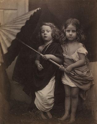 ジュリア・マーガレット・キャメロン『ポールとヴィルジニー』1864年 ヴィクトリア・アンド・アルバート博物館蔵 ©Victoria and Albert Museum, London