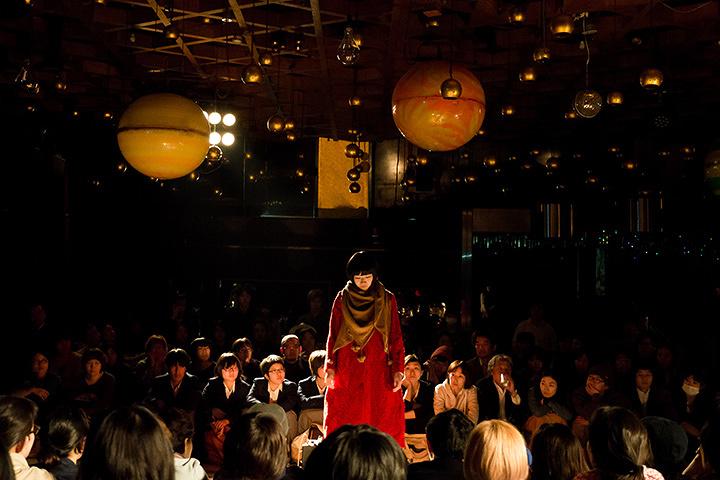 マームとジプシー公演風景 ©MUM & GYPSY 撮影:井上嘉和
