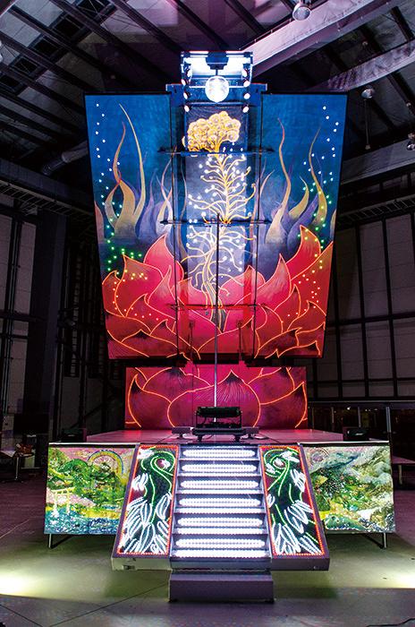 やなぎみわ移動舞台車『花鳥虹』 ©Miwa Yanagi STP.