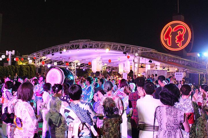 昨年の『おしゃれ盆踊り』の様子 ©三越伊勢丹