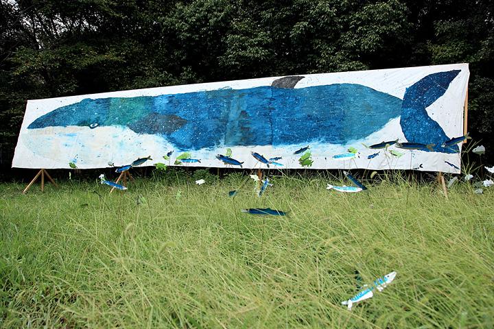 ミロコマチコ『ナガスクジラ』2010 Photo: SKKY, ©mirocomachiko