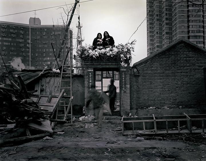榮榮&映里『六里屯、北京 2003年 No.1』 ゼラチン・シルバー・プリントに手彩色