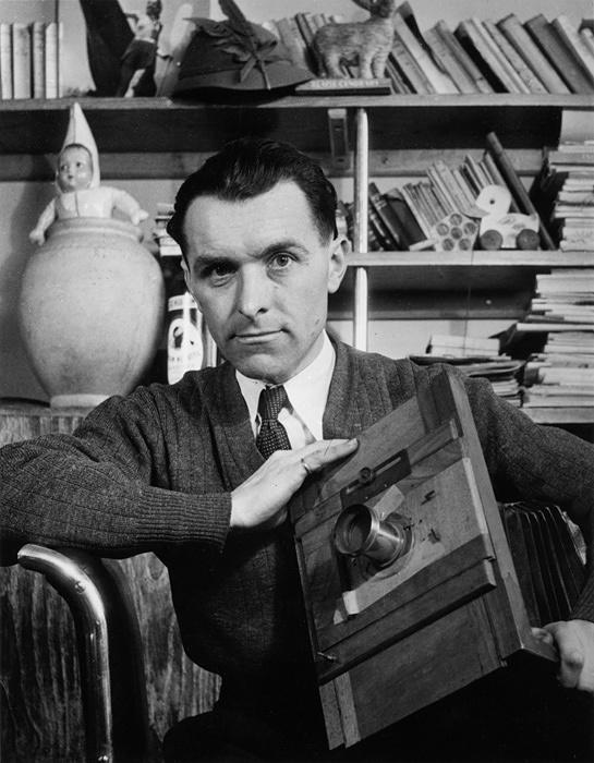 『ロベール・ドアノーのセルフポートレート』1948年 ©Atelier Robert Doisneau / Contact