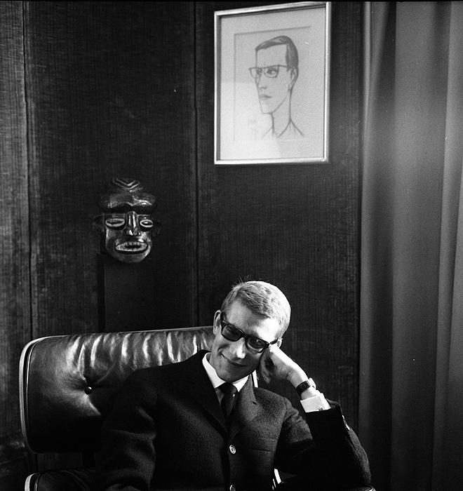 『イヴ・サン=ローラン』1964年6月5日 ©Atelier Robert Doisneau / Contact