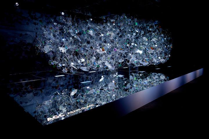 『Amorphous』, CLIENT: AGC ASAHI GLASS, LIGHTING DESIGN: IZUMI OKAYASU, SOUND DESIGN: KENTA KAMIYAMA, PHOTO: AKIHIDE MISHIMA, YEAR: 2016