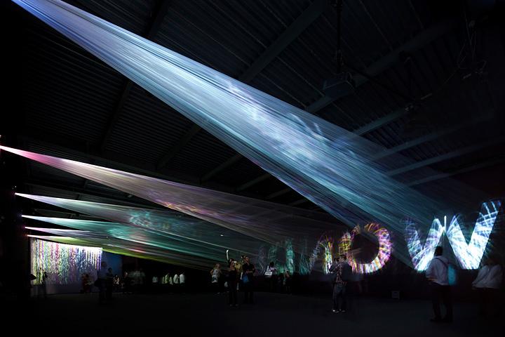 トラフ建築設計事務所『光の織機』(Canon Milano Salone 2011)(2011年) ©大木大輔