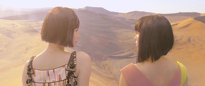 """宇多田ヒカル""""二時間だけのバカンス featuring 椎名林檎""""PVより"""