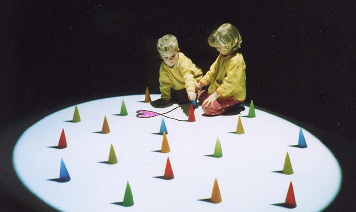 『第1回文化庁メディア芸術祭』デジタルアート(インタラクティブ)部門大賞『KAGE』近森基 ©plaplax