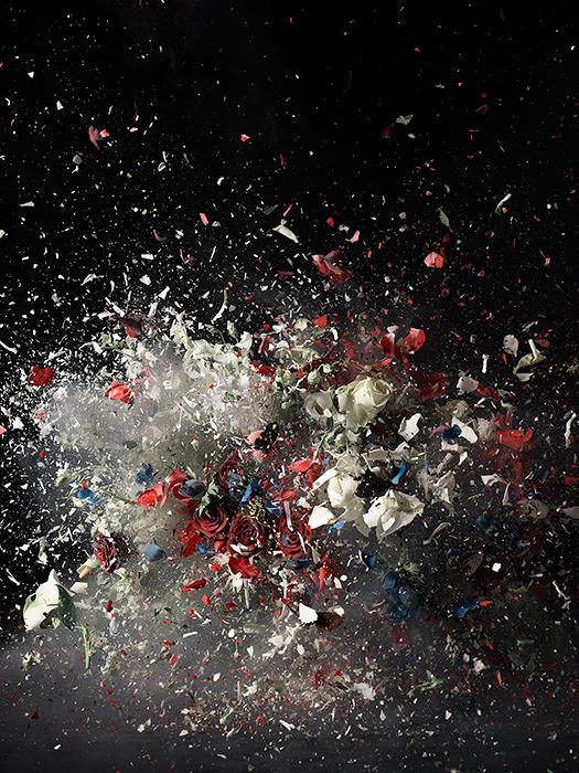 オリ・ガシュート作品 ©Ori Gersht, Time After Time:Blow Up No.1, 2007