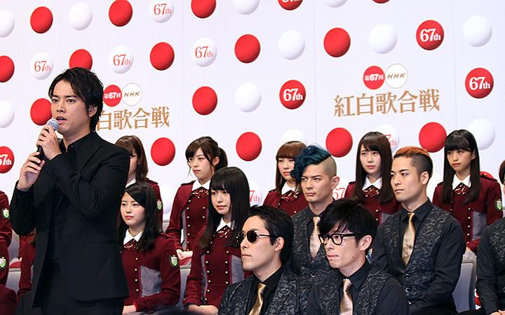 左から桐谷健太、RADIO FISH 『第67回NHK紅白歌合戦』出場歌手発表会見より