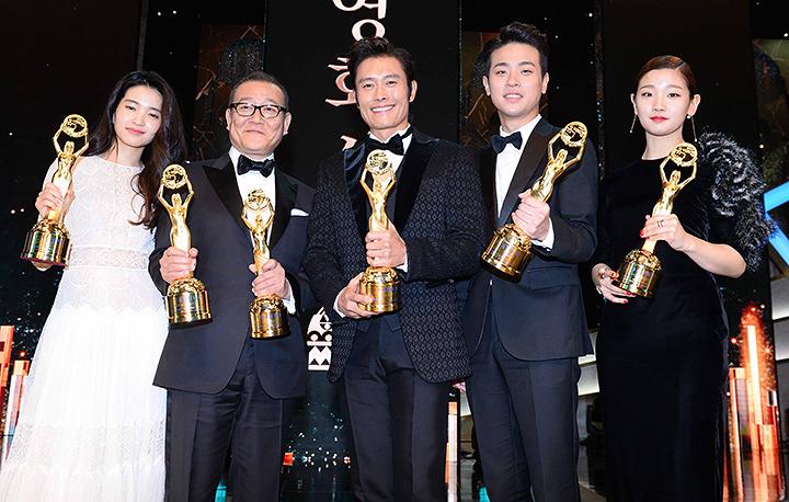 『第37回青龍映画賞』授賞式より ©スポーツ朝鮮