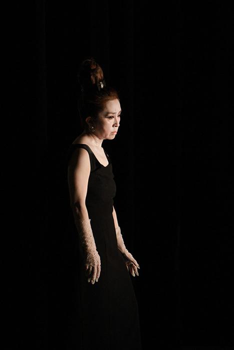 黒沢美香 2015年1月18日に岡山・天神山文化プラザで行なわれた『黒沢美香ソロダンス公演「ロマンチックナイト in 岡山」』より 写真:yukiwo