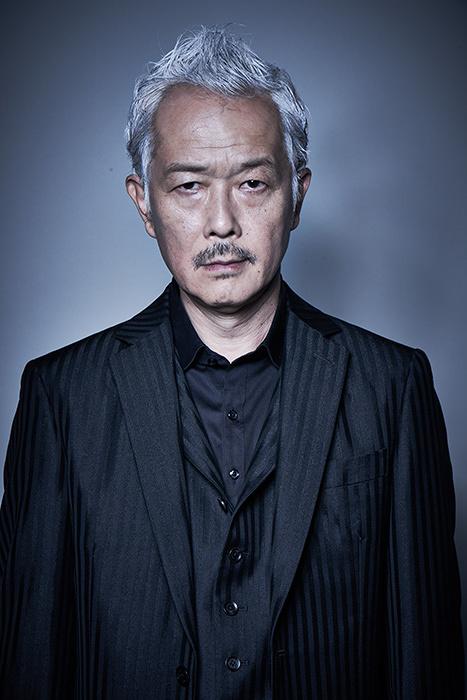 平井銀二役のリリー・フランキー ©テレビ東京