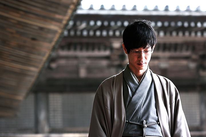 宗谷冬司役の加瀬亮 ©2017 映画「3月のライオン」製作委員会