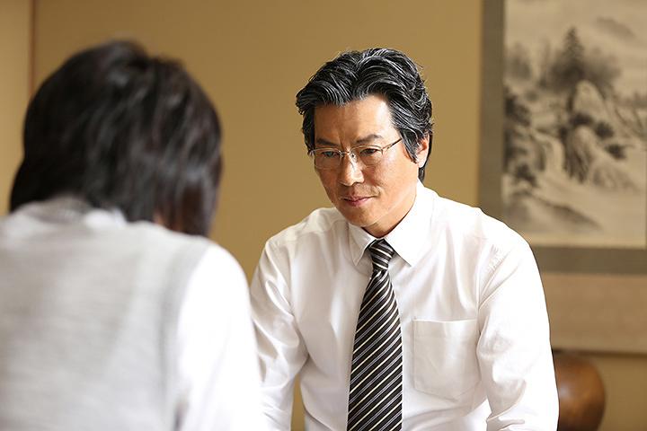 幸田柾近役の豊川悦司 ©2017 映画「3月のライオン」製作委員会