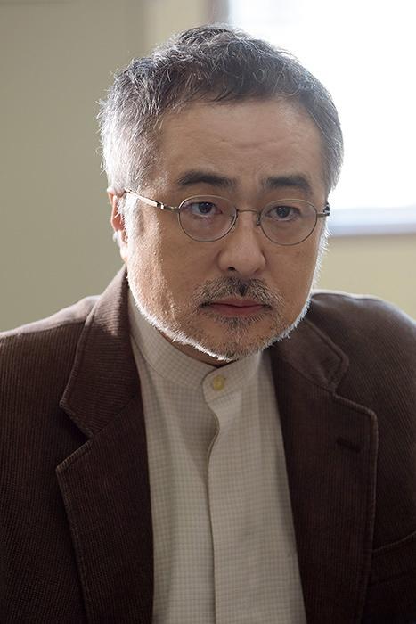 高井聡一役の松尾スズキ