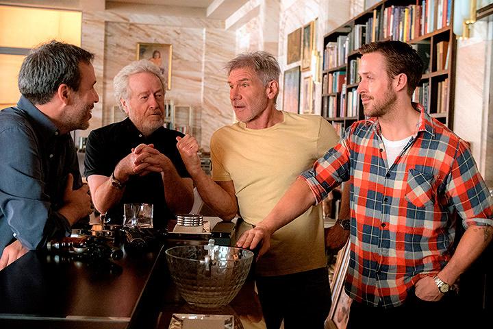 左からドゥニ・ヴィルヌーヴ監督、リドリー・スコット、ハリソン・フォード、ライアン・ゴズリング