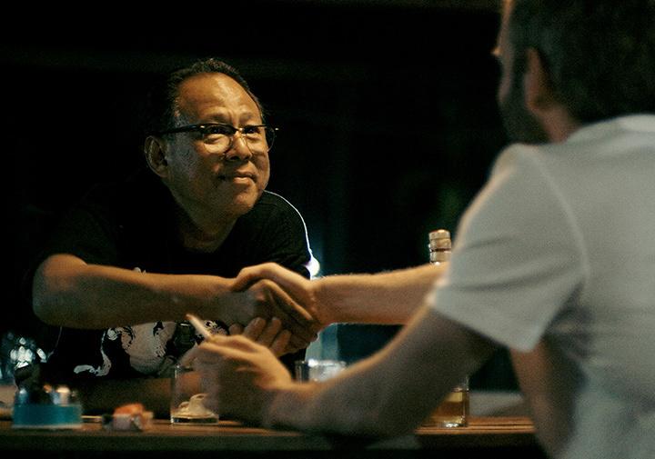 『逆行』 ©2015 APOCALYPSE LAOS PRODUCTIONS LTD.