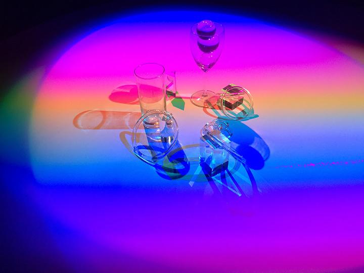 真鍋大度+石橋素『rate-shadow』2016年(参考図版)(パリ日本文化会館『創意のランドスケープ』展展示風景) 写真:Motoi Ishibashi(Rhizomatiks Reasearch)