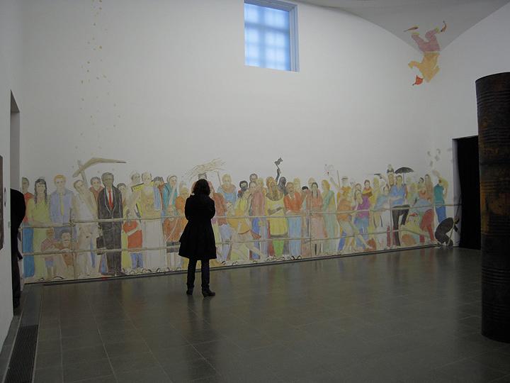 N・S・ハルシャ『返される眼差し』2008年 アクリル 396.2×762cm 展示風景:『インディアン・ハイウェイ』サーペンタイン・ギャラリー、ロンドン、2008年 ©MORI ART MUSEUM All Rights Reserved.
