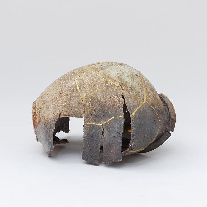 村田森『破れ壺』2013 90×65×48cm