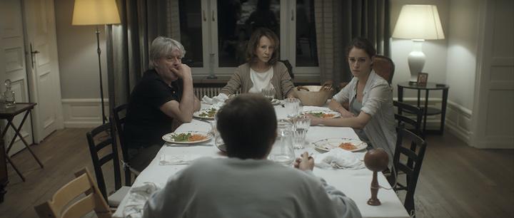 『家族の食卓』