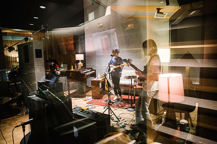 DYGL ニューヨークのスタジオでのレコーディング風景